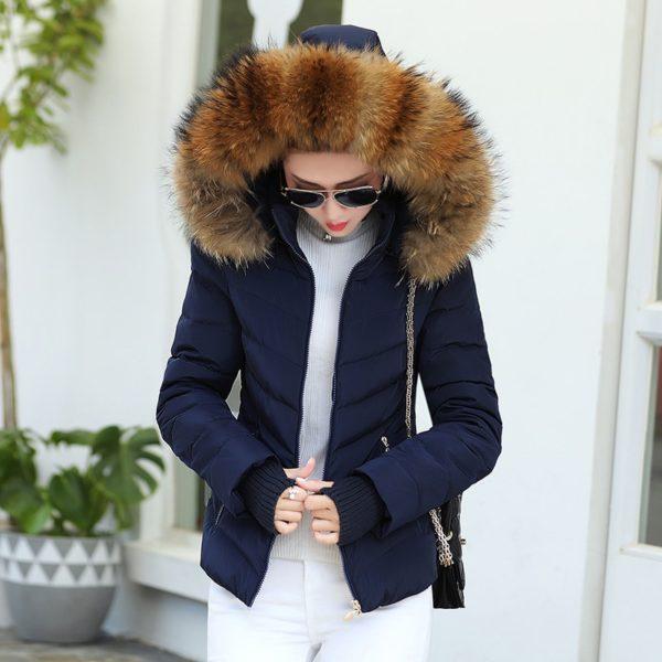 Krásná teplá hřejivá dámská zimní bunda s kožichem