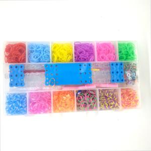 Barevné gumičky k pletení