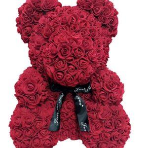 Roztomilý medvídek s mašlí z umělých růží