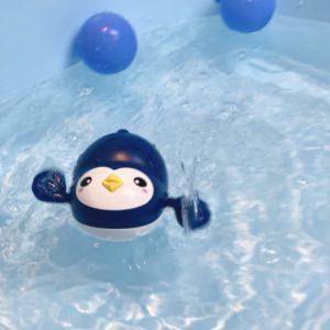 Plavací tučňák do vany nebo bazénu