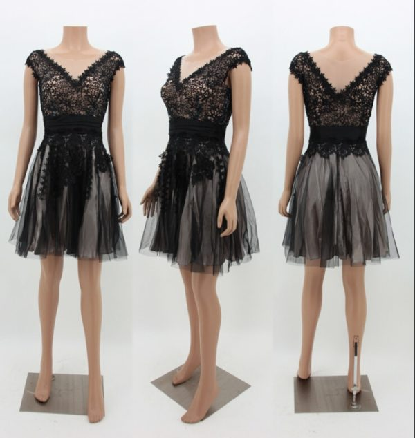 Elegantní dámské krátké šaty s krajkou