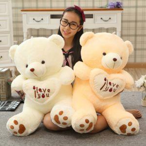 Velký plyšový medvěd s nápisem I love you