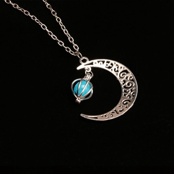 Svítící náhrdelník s měsícem