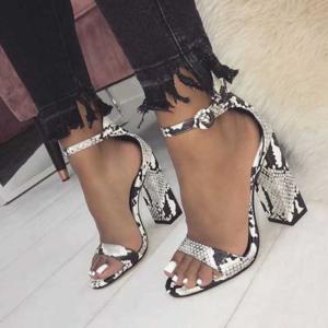 Dámské sandálky s otevřenou špičkou a s motivem hadí kůže