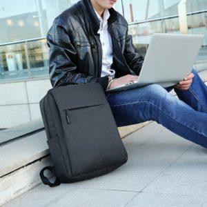 Pánský trendy cestovní batoh vhodný na přepravu notebooku