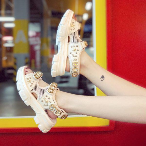 Dámské letní prodyšné protiskluzové bílé sandále zdobené kamínky