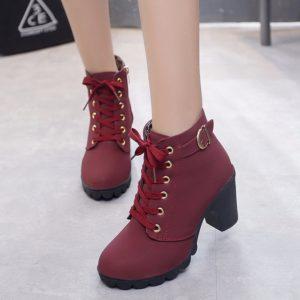 Šněrovací dámské boty na podpatku