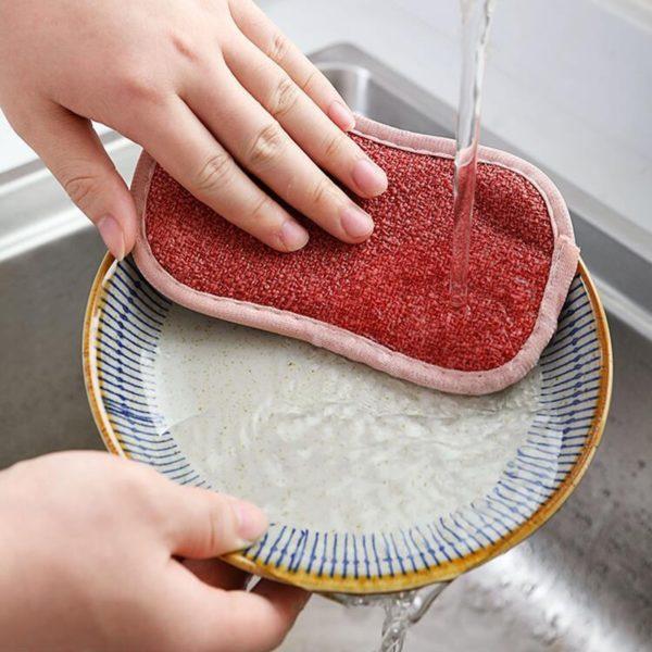 kuchyňský kartáč na mytí nádobí