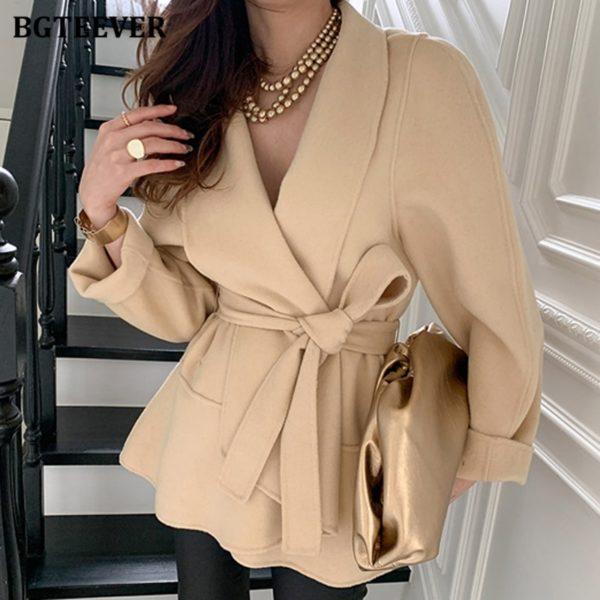 Dámský elegantní podzimní kabát