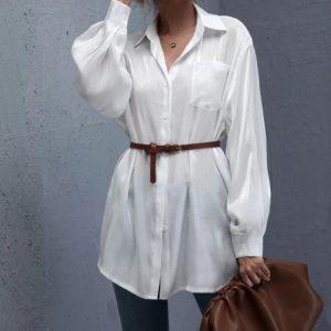 Dámská dlouhá volnější bílá košile na knoflíky a s kapsou