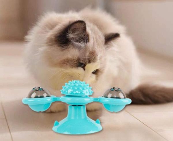 Rotující interaktivní hračka pro kočky
