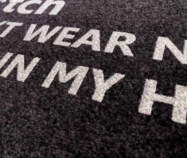 Protiskluzová rohožka se srandovním nápisem