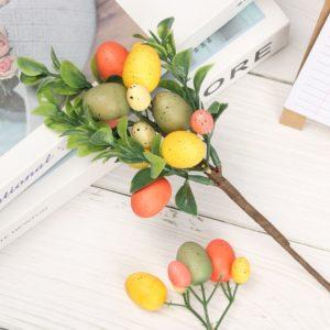 Velikonoční dekorační větev s umělými barevnými vajíčky