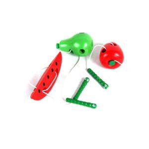 Dřevěné hračky v podobě ovoce na provlékání