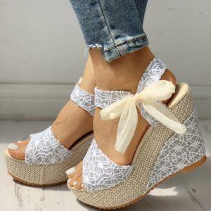 Krásné dámské květinové boty na klínku a s roztomilou mašlí
